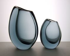 Vicke Lindstrand for Kosta 1958 twilight blue vases. Engraved Kosta LH 1606 and Kosta LH 1605