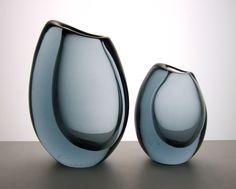 Vicke Lindstrand for Kosta 1958 twilight blue vases. Engraved Kosta LH 1606 and Kosta LH 1605 Bottle Design, Glass Design, Glass Baron, Magic Sets, Home Decor Vases, Kosta Boda, Modern Glass, Interior Accessories, Hand Blown Glass