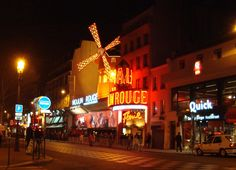 Definitely need to have dinner here one night! It'd be amazing to see a show at the Moulin Rouge!