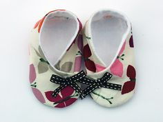 From styles forward footies to newborn baby outerwear, our baby attire is manufactured out of one of the best and softest resources along with easy on and off styles. Baby Boy Shoes, Baby Boots, Couture Bb, Diy Baby Headbands, Fancy Dress For Kids, Fashion Beads, Felt Baby, Shoe Pattern, How To Make Shoes