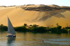 #Egypte #Nil . Célèbre pays des Pharaons, l'Égypte a su préserver les plus belles ruines du monde enfouies dans ses sables depuis l'antiquité. Durant un circuit le long du Nil, les croisiéristes pourront admirer la splendeur des paysages contrastés, tout en goûtant au plaisir de la navigation. Ils pourront également partir à la découverte de la Vallée du Nil et traverser différentes cités dont les noms n'en finissent pas de faire rêver l'Occident : Memphis, Louxor, Assouan…