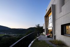 A house on the cliff by the river | studio_GAON | Photo: Youngchae Park | Archinect