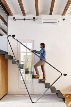 Modern Stairs Design Ideas 42 Modern Stair Railing, Stair Railing Design, Home Stairs Design, Stair Handrail, Staircase Railings, Interior Stairs, House Design, Railing Ideas, Staircases