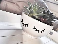 The cute bowls are not only for cereals. bowl, eyes, lashes, plants, Foto: @franzi.marie