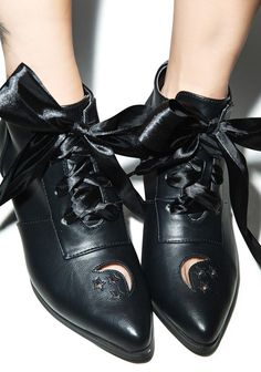 Crescent moon cut out black shoes heels booties Witch Fashion, Dark Fashion, Gothic Fashion, Fashion Shoes, Fashion 101, Crazy Shoes, Me Too Shoes, Buy Shoes, Shoe Boots