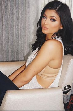 Happy birthday, Kylie Jenner! The day she's waited for is finally here! Today, August 10, Kylie is a legal adult, and is ready to go party in Canada! Let's help her celebrate her special day!