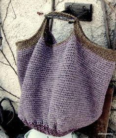 crochet bag - instructions in French Crochet Tote, Crochet Handbags, Crochet Purses, Love Crochet, Knit Crochet, Hand Knit Bag, Knitting Patterns, Diy Sac, Diy Accessories