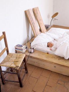 La fille de Katrin couchée dans le lit des parents �Ho sognato di te�
