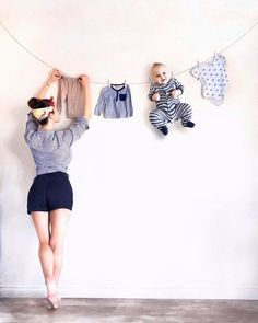 mom and baby mom and baby son boy baby photo by months to year creative interesting baby photo ideas for photo photo ideas for baby Funny Baby Photos, Monthly Baby Photos, Newborn Baby Photos, Baby Girl Photos, Baby Poses, Cute Baby Pictures, Beautiful Pictures, Baby Kalender, Foto Baby