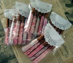 Adorable packaging for Pretzel Sticks! A place for Amy: Valentine Chocolate Covered Pretzels Pretzel Treats, Pretzel Dip, Pretzel Sticks, Pretzel Bites, Homemade Gifts, Diy Gifts, Food Gifts, Chocolate Covered Pretzels, Dipped Pretzels