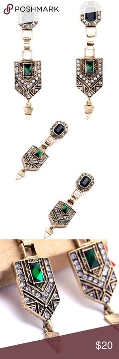 🆕GREEN VINTAGE LONG DROP EARRINGS Beautiful vintage like green stone earrings! Pair these beautiful earrings with a yellow top and cute brown or black leggings! These earrings will pop with bright vibrant colors! Size: 7*1.6cm The weight:16g Jewelry Earrings