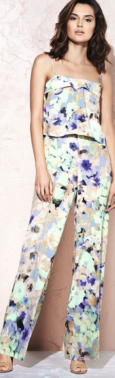 7 New Trouser Trends: Wide Leg Pants, Flared Bell Bottoms, Palazzos, Culottes & More (for Women) 2015 Color Trends, 2015 Fashion Trends, Trousers Women, Pants For Women, Clothes For Women, Fashion For Women Over 40, Fashion Group, Summer Outfits, Summer Clothes