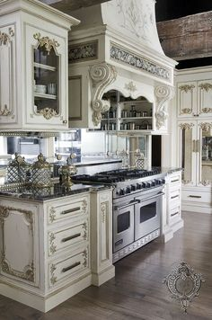 Unique kitchen closet designs are all here, from standard, easy, contemporary, minimal to luxurious even though they are all suitable for working together with your dream kitchen Country Kitchen Designs, French Country Kitchens, French Country Decorating, Rustic Kitchen, Kitchen Decor, Kitchen Ideas, Kitchen Layout, Kitchen Country, French Chateau Decor