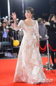 [フォト]ソン・ヘギョ「レッドカーペットをすることができた純白の美貌 ':スポーツ朝鮮