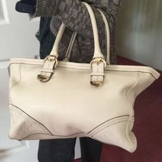 AUTHENTIC GUCCI GUCCISSIMA SIGNORIA IN CREAM AUTHENTIC PRE-LOVED GUCCI GUCCISSIMA GG SIGNORIA TOTE IN CREAM. NORMAL WEAR ON THE HANDLES AND CORNERS. SOFT LEATHER. STILL HAS ALOT OF LIFE LEFT. TV$800 Gucci Bags Totes