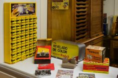 La firma KODAK les aceptó como cliente n° 0364, suministrando material procedente de las importaciones de América e Inglaterra. Durante mucho tiempo el distintivo oficial de KODAK era exclusiva de este comercio, y por tanto era el único que podía vender y comprar productos de esta marca en la ciudad.