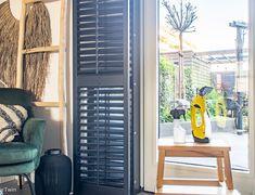 Ontspullen: deze 20 dingen kan je zonder spijt weggooien | InteriorTwin Blinds, Ikea, Curtains, Home Decor, Decoration Home, Ikea Co, Room Decor, Shades Blinds, Blind