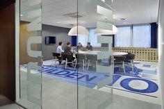 Mulderblauw architecten heeft voor vastgoedverhuurder Merin een kantoorlobby ontworpen, waarin het thema 'blauw' centraal staat.