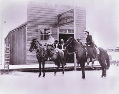 Wyatt Earp's Northern Saloon in Tonapah, Nevada, 1902. Al Martin, Wyatt's partner, ran the saloon, while Wyatt and his wife spent most of their time prospecting. – Courtesy of Jeff Morey –