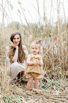 Family Photos What To Wear, Family Photos With Baby, Nephew And Aunt, Breastfeeding Photos, Mother Daughter Photos, Stylish Baby Clothes, Outdoor Family Photography, Mommy And Me Outfits, Kid Poses