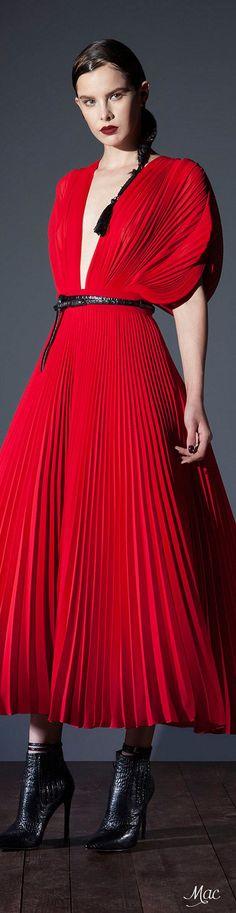 Basil Soda Otoño-Invierno - Pret a porter Red Fashion, Runway Fashion, Fashion Looks, Fashion Outfits, Elie Saab, Style Bobo Chic, Basil Soda, Asian Wedding Dress, Little Red Dress