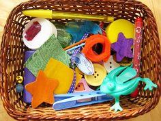 krabicka na triedenie roznych predmetov podla ich farby - samotne predmety, ktore sa budu triedit