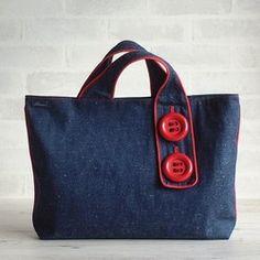 ビッグボタンのフラットバッグ・アガットレッド|トートバッグ|Bluem|ハンドメイド通販・販売のCreema