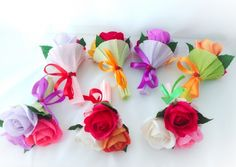 Crepe Paper Flowers, Paper Crafts, Diy Crafts, Candy Bouquet, Paper Quilling, Floral Arrangements, Origami, Presents, Valentines