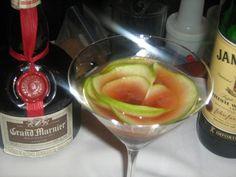Signature Cocktails XXXIV- GRAND IRISH ROSE. http://nuevamixologiacolombiana.blogspot.com/2012/12/signature-cocktails-xxxiv-grand-irish.html