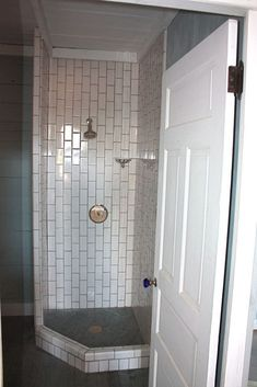 45 Fantastic Small Bathroom Design With Shower Ideas What's About Shower Design for Small Bathroom Top Showers for Small Bathroom Secrets In a little bathroom, it's all-important to make the majority of the space available. Master Bathroom Shower, Small Bathroom With Shower, Small Space Bathroom, Small Showers, Tiny Bathrooms, Tiny House Bathroom, Steam Showers Bathroom, Bathroom Design Small, Basement Bathroom