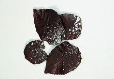 Decorazioni: come fare le foglie di cioccolato