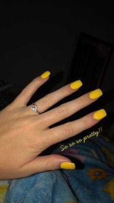 pinc0t0ur3 v1b3s on shorter nails  nails yellow