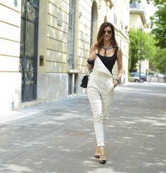 Chic en salopette ✨ Collier SHOUROUK #ootd #streetstyle #jumpsuit #shourouk @shouroukjewelry #necklace #Blackandwhite #Paris #styleblogger #fashion #streetsyle #outfit #jewelry #chic #fashion #fashionista #heels #valentino #rockstud #denim #salopette #trend #trendy