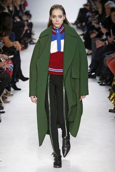 Confira o outono-inverno 2016/17 de Emilio Pucci, desfilado na Semana de Moda de Milão
