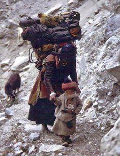 Femme et enfants de Dolpo au sud du Tibet. https://www.facebook.com/LifeInDolpo