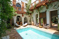 riad marrakech avec piscine Le Riad, Riad Marrakech, Courtyard House, Swimming Pools, Mansions, House Styles, Outdoor Decor, Home Decor, Morocco
