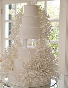 For those with a sweet tooth, selecting the perfect wedding cake for one's wedding can prove to be one of the favorite aspects of the wedding planning process. Extravagant Wedding Cakes, Big Wedding Cakes, Amazing Wedding Cakes, Elegant Wedding Cakes, Wedding Cake Designs, Pretty Cakes, Beautiful Cakes, Perfect Wedding, Dream Wedding