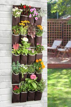 ¿Y si le das a tus flores otra ubicación? Está idea puede ser una increíble opción para organizar y decorar