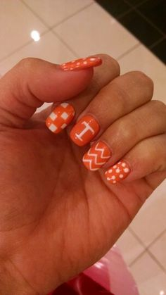 Shellac University of Tennessee Mani for #gameday #vols #nails #nailart #shellac #ut #design #tennessee