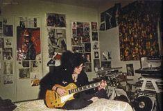 Joan Jett in her teenage bedroom, Canoga Park, CA Punk Room, Emo Room, Punk Rock Bedroom, Dream Rooms, Dream Bedroom, Sala Grunge, Rock Vintage, Grunge Bedroom, Indie Room
