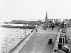 Newhaven Streets - Starbank Road - Looking from the west towards Newhaven Edinburgh Scotland, Scotland Travel, Newhaven, Victorian Era, Main Street, Black And White Photography, Old Photos, History, Pictures