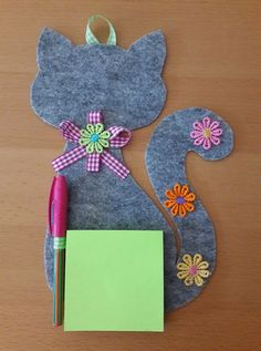 Fête des mères 2019 Porta block notes in feltro realizzato a mano Kids Crafts, Cat Crafts, Hobbies And Crafts, Sewing Crafts, Diy And Crafts, Sewing Projects, Arts And Crafts, Paper Crafts, Felt Crafts Patterns