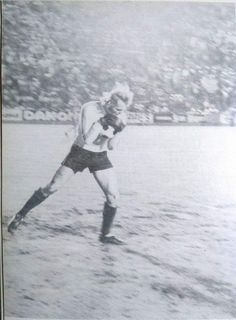 RIP Zygmunt Kukla who played for Poland at WC' 1978. Here playing for Stal Mielec vs Real Madrid via @dawny_mielec