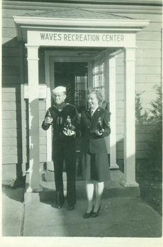 Navy Sailor and Woman in Uniform Holding Bottles Smoking Waves Recreation Center… Photo Black, Black White Photos, Black And White, Havana, Vintage Photographs, Vintage Photos, Honor Veterans, Old Portraits, Ww2 Photos