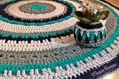 Tapete e cachepô de fio de malha, ganchillo, trapillo, tshirt yarn. Siga-nos no Instagram @maisonrustique