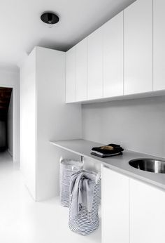Fresh, clean palette for a laundry in Zen style featuring Laminex FormWrap Polar White cabinetry and Essastone Ash Concrete benchtop. Queenslander House, Zen Interiors, Laundry Room Design, Laundry Rooms, Laundry Decor, Laundry Area, Laundry Room Inspiration, Design Living Room, Interior Design Inspiration