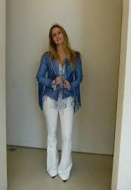 Resultado de imagem para calça de couro flare com blusa branca