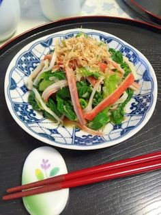 「簡単一品!青梗菜とカニかまの★生姜和え」後一品欲しいときに、簡単な小鉢です。シャキシャキの青梗菜とカニかまを、生姜で和えました。めんつゆの簡単味付け!色合いが良いカニかまを入れて、見た目も綺麗です。【楽天レシピ】