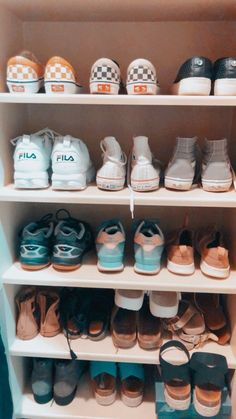 94 Ideas For Vans Sneakers Shoes Summer Cute Shoes, Me Too Shoes, Sock Shoes, Dream Shoes, Shoe Closet, Shoe Game, Vsco, Baskets, Summer Outfits