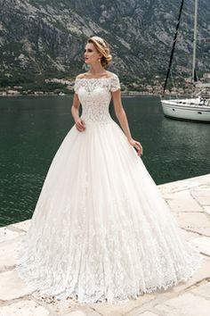 2017 de Tulle del cuello del barco con apliques vestidos de novia de una línea